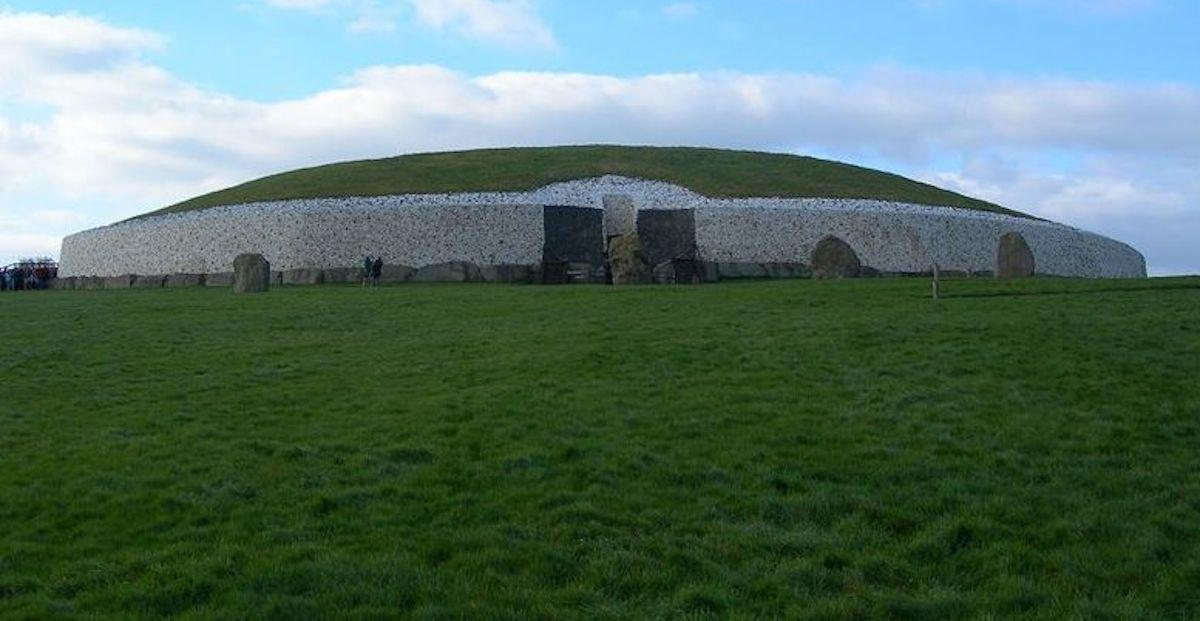 Pic of Exterior of Newgrange
